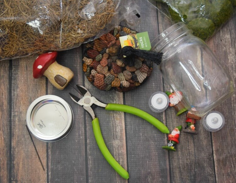 Here are the supplies I used to make our gnome mason jars.