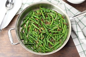 Saute pan filled with green beans, ready to serve.