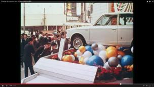 Rogge Tokyo 1966 film men looking at car