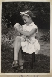 Maria i haven i Herlev juli 1957
