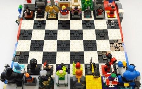 DC Heroes / Villains Chess Set