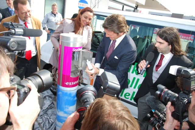 Epyon-opening-first-fast-charger-in-Europe-2010-by-prins-maurits