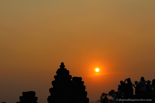sunset angkor wat phnom bakheng