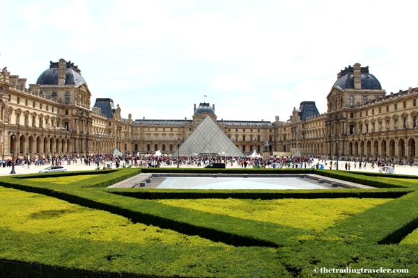 outside of the louvre