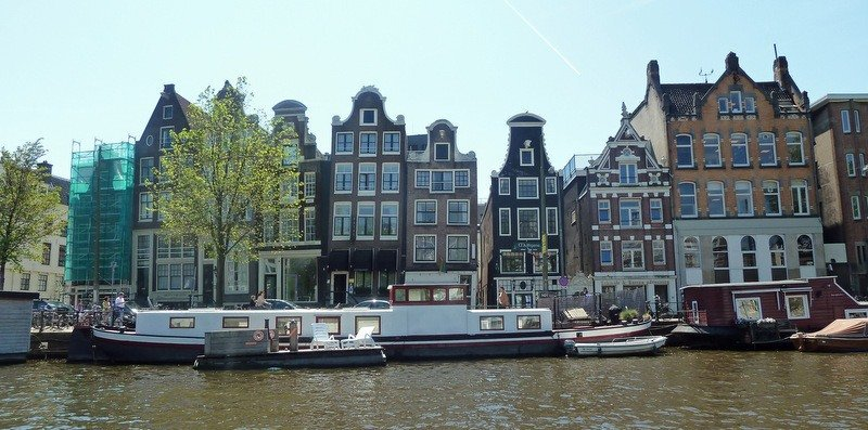 The leaning Houses of Amsterdam and why they're on the tilt