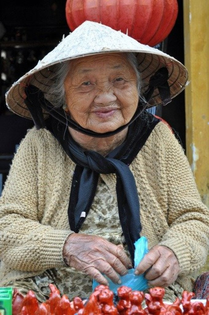 Old Woman, Hoi An