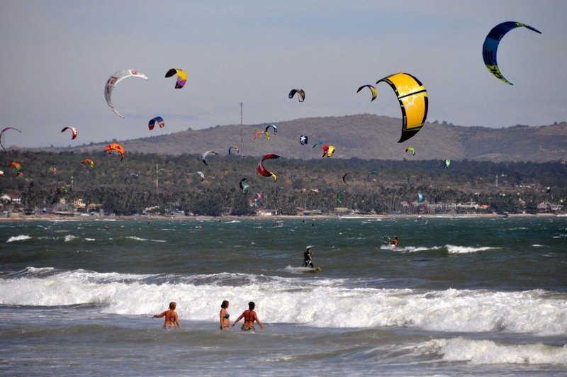 Beginners Surfing Lessons - Vietnam Kiteboarding School