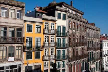 porto-buildings-balconies