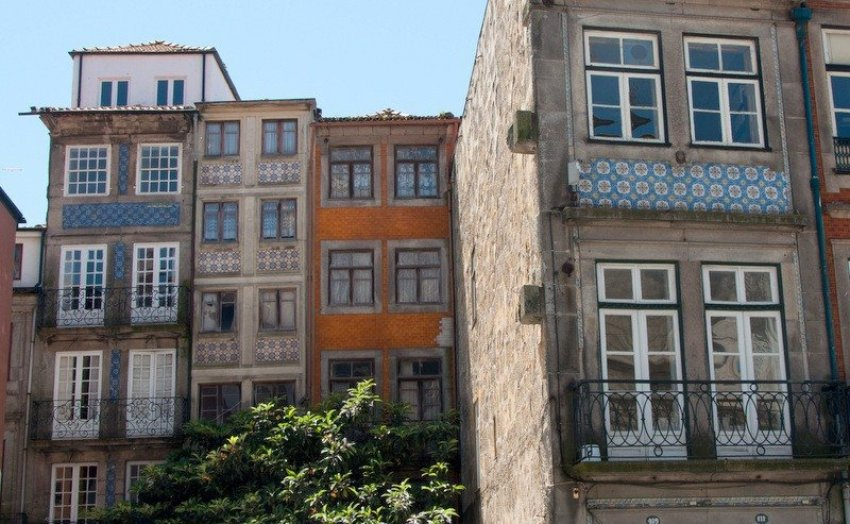 Tiled House Fascias Porto