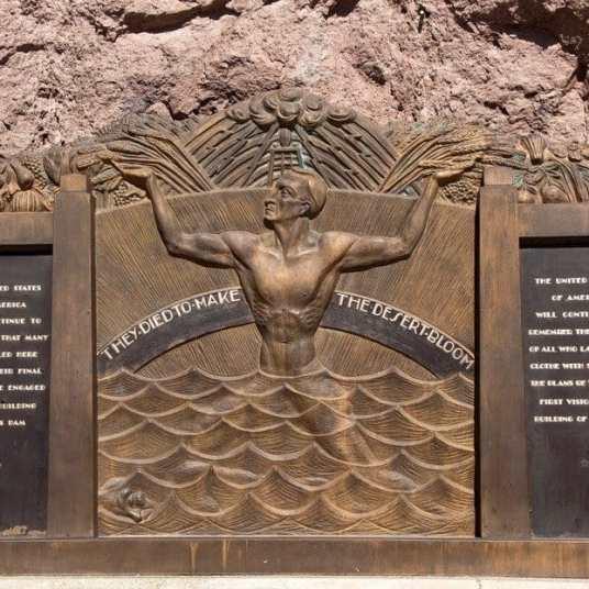 Beyond Vegas – Visiting Hoover Dam