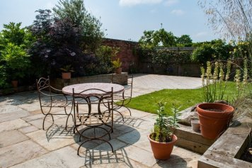 cadborough-farm-cottages-coach-house-garden