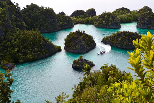 3-famous-places-in-indonesia