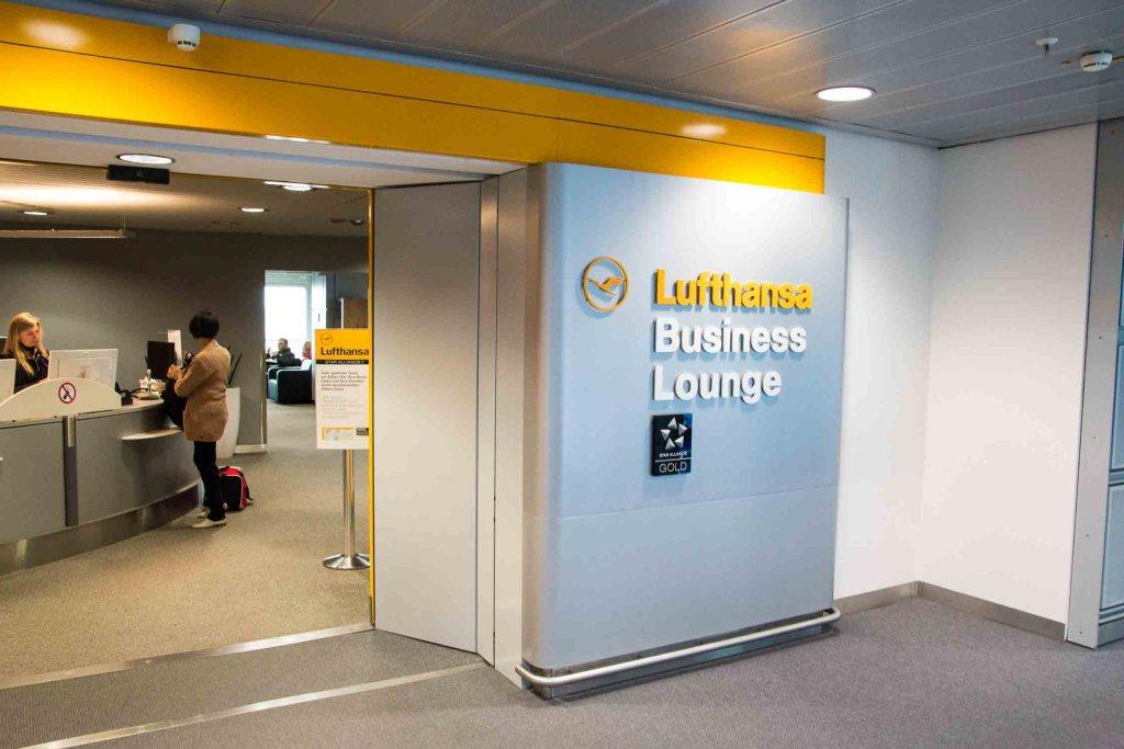 Cathay Pacifc Lufthansa Business Lounge Flughafen Düsseldorf The Travel Happiness-4
