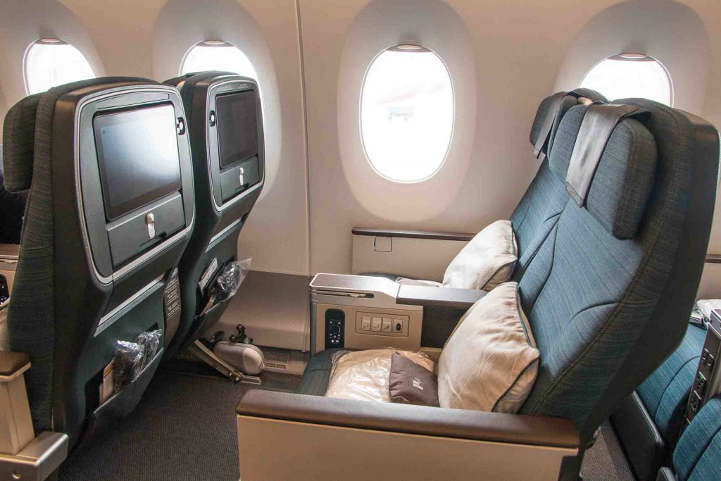 Cathay Pacifc Premium Economy Class Erfahrungsbericht Airbus A350 The Travel Happiness