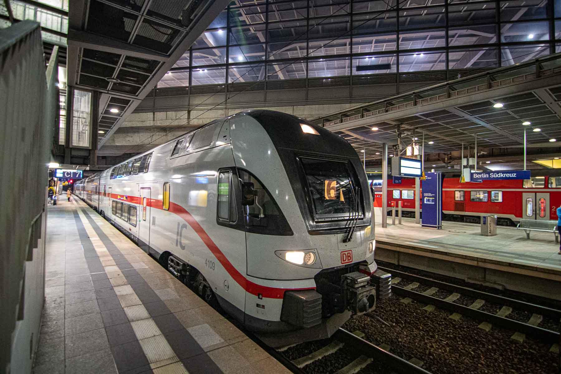 Mit der Bahn zum BER Intercity Rostock Dresden BER
