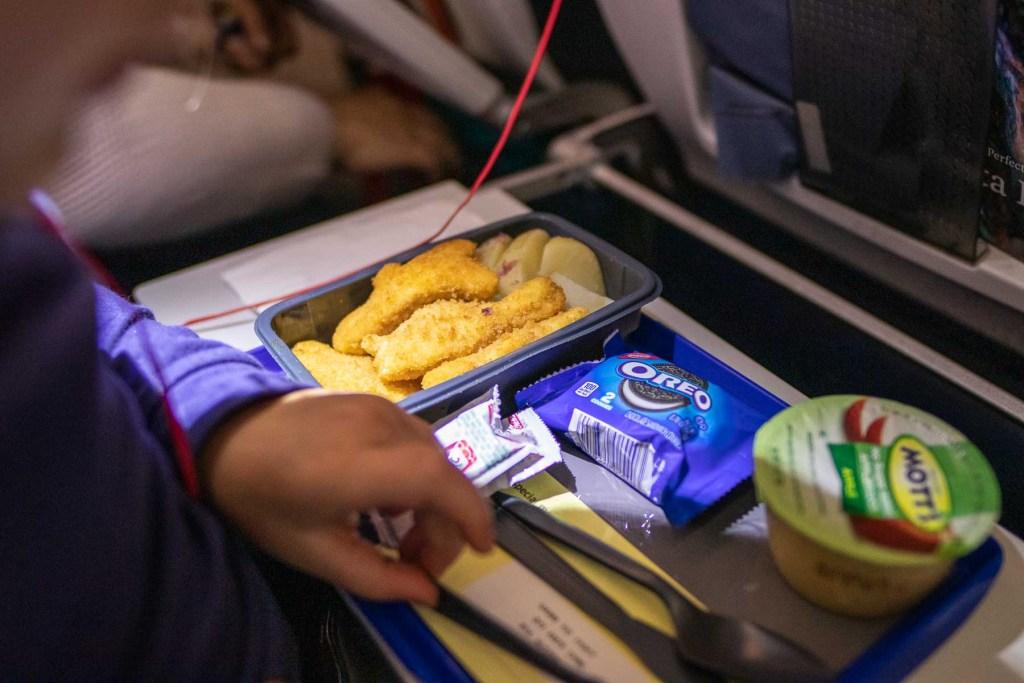 United Airlines Basic Economy Class Service und Mahlzeit