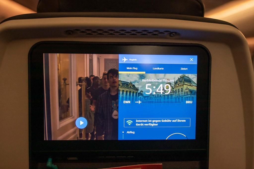 United Airlines Inflight Entertainment Boeing 787-10 Fernsehen Bildschirm Serien TV Shows-3