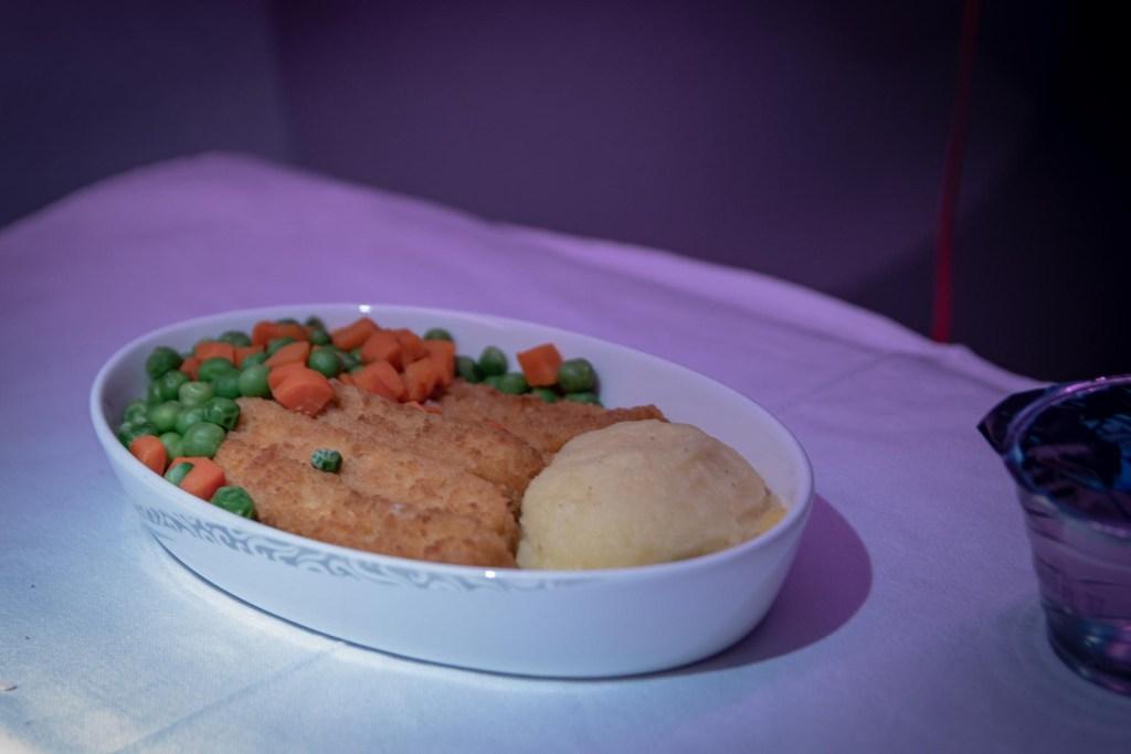 Air China Boeing 777 Business Class Essen und Trinken Service-5