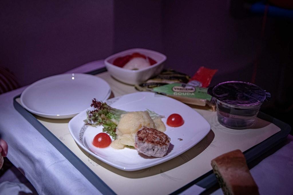 Air China Boeing 777 Business Class Essen und Trinken Service-8