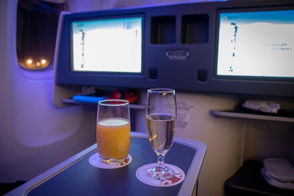 Air China Boeing 777 Business Class Essen und Trinken Service