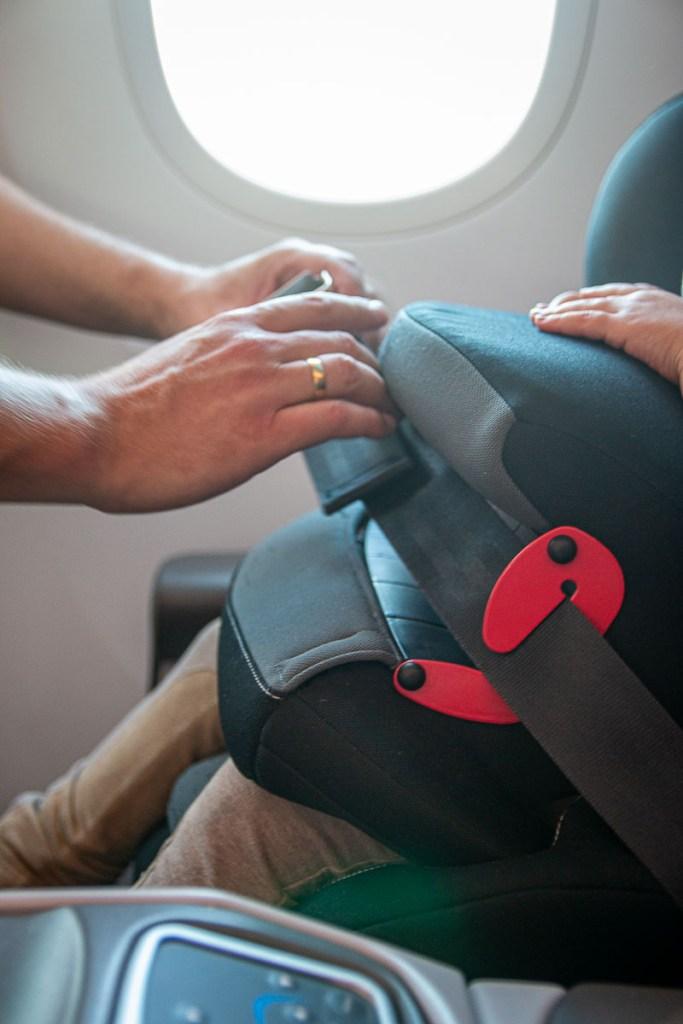 Fliegen mit Kindersitz