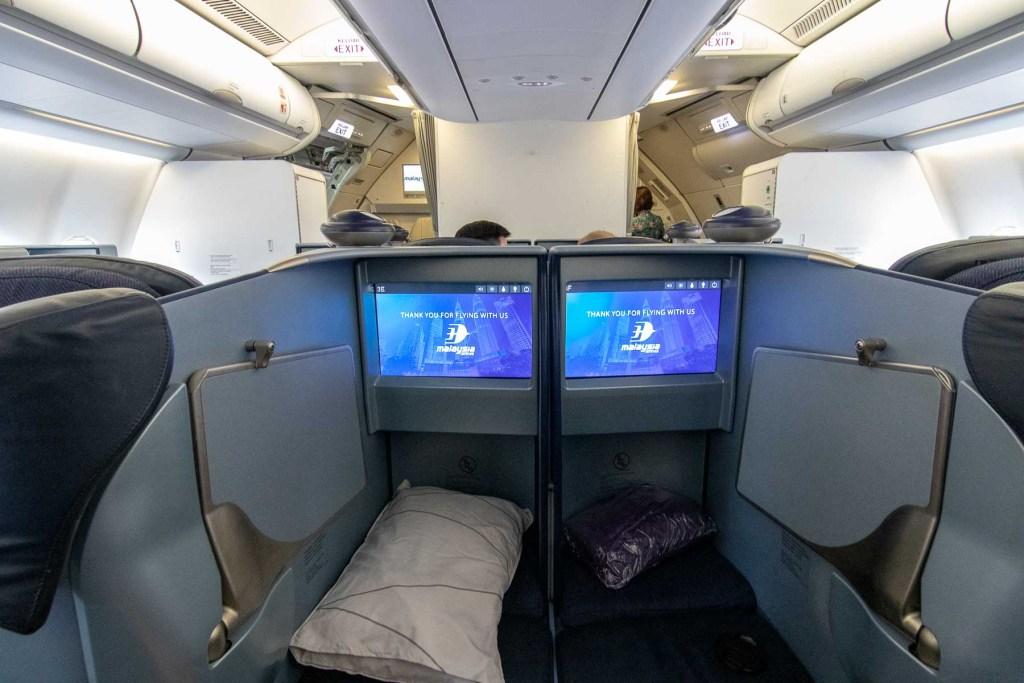 Malaysia Airbus A330-200 Business Class Kabine und Sitz-2