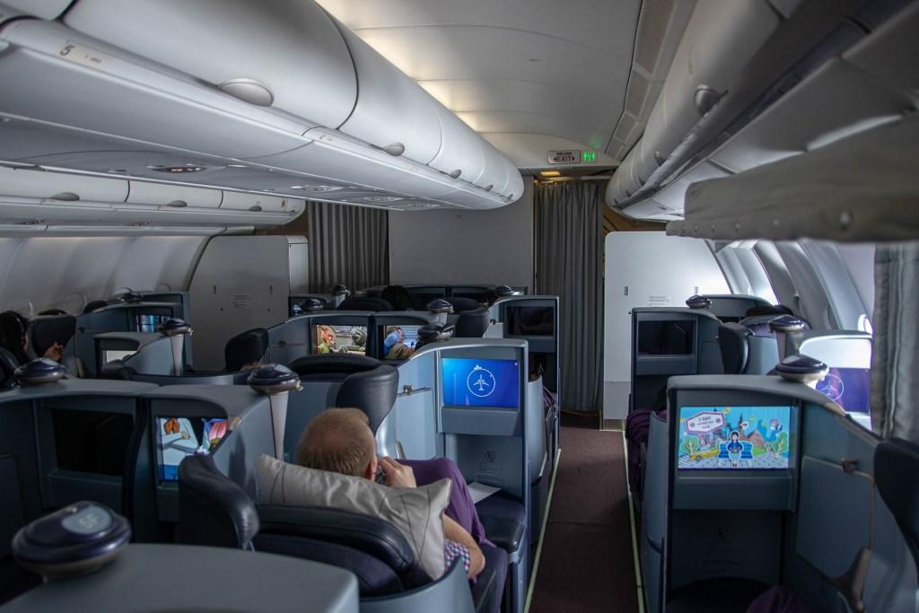 Malaysia Airbus A330-200 Business Class Kabine und Sitz-4