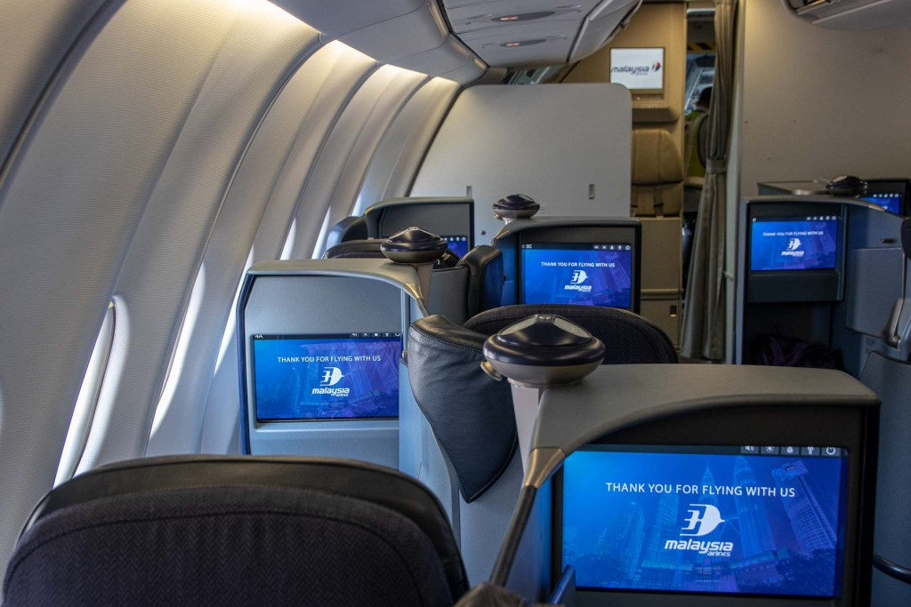 Malaysia Airbus A330-200 Business Class Kabine und Sitz-5