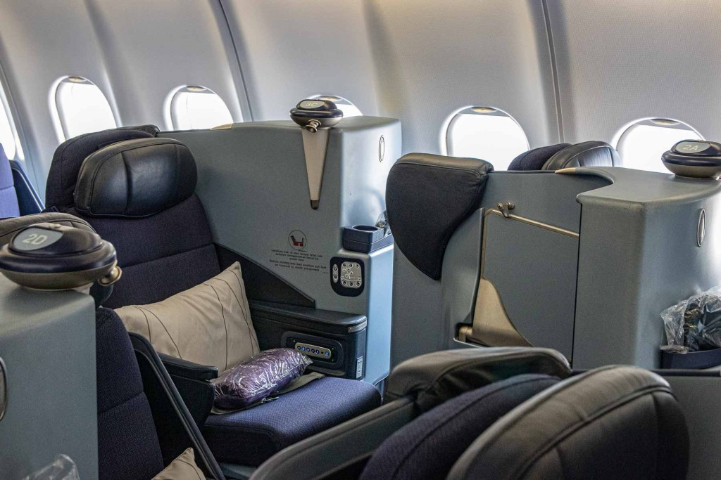 Malaysia Airbus A330-200 Business Class Kabine und Sitz