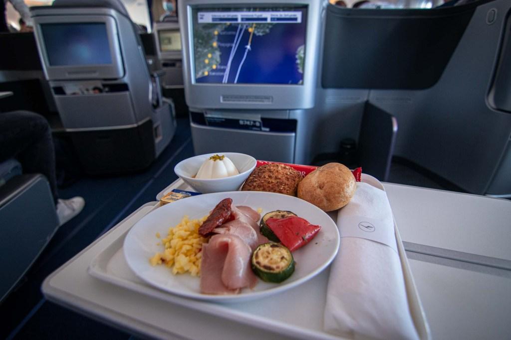 Lufthansa Boeing 747-8 Business Class Maindeck-2