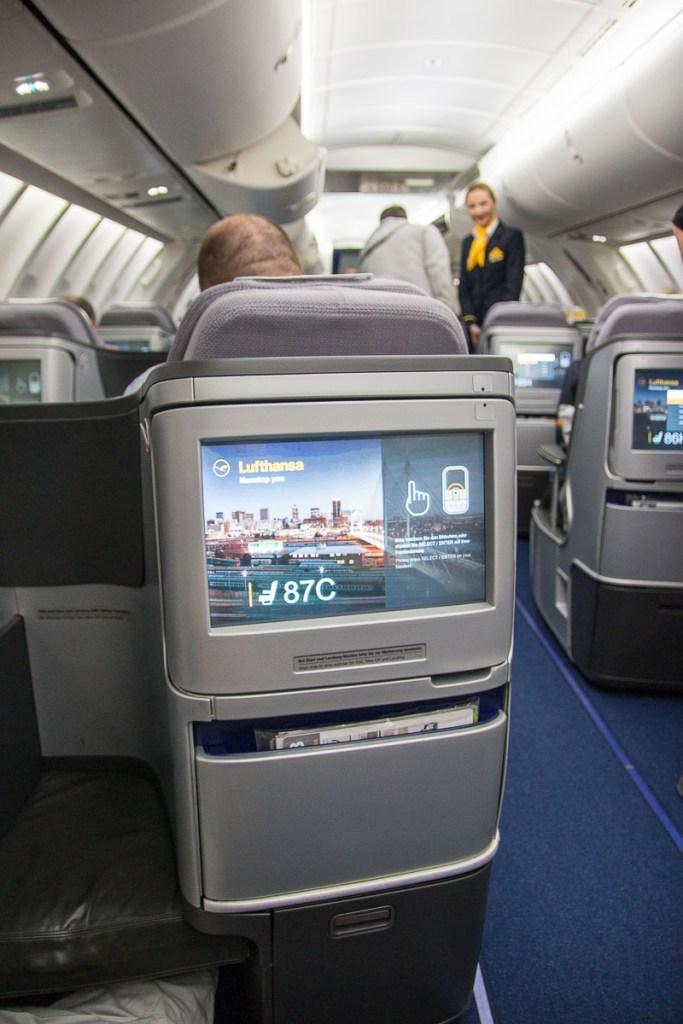Lufthansa Boeing 747-8 Upper Deck Business Class-2