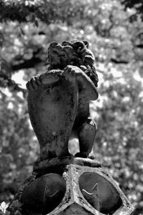 GREENWOOD GARDEN LION