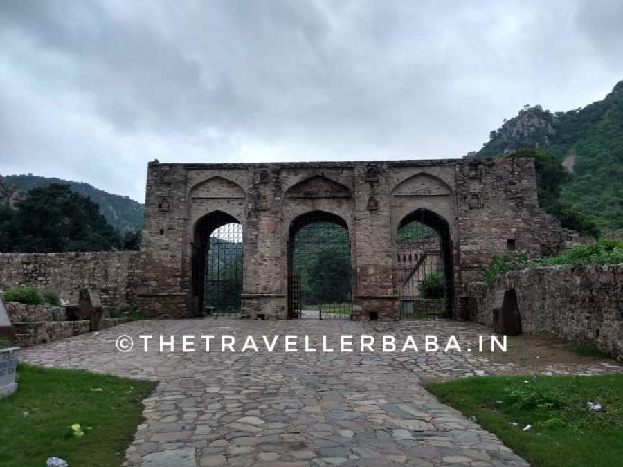 Gates to the main building of the Bhangrh fort.