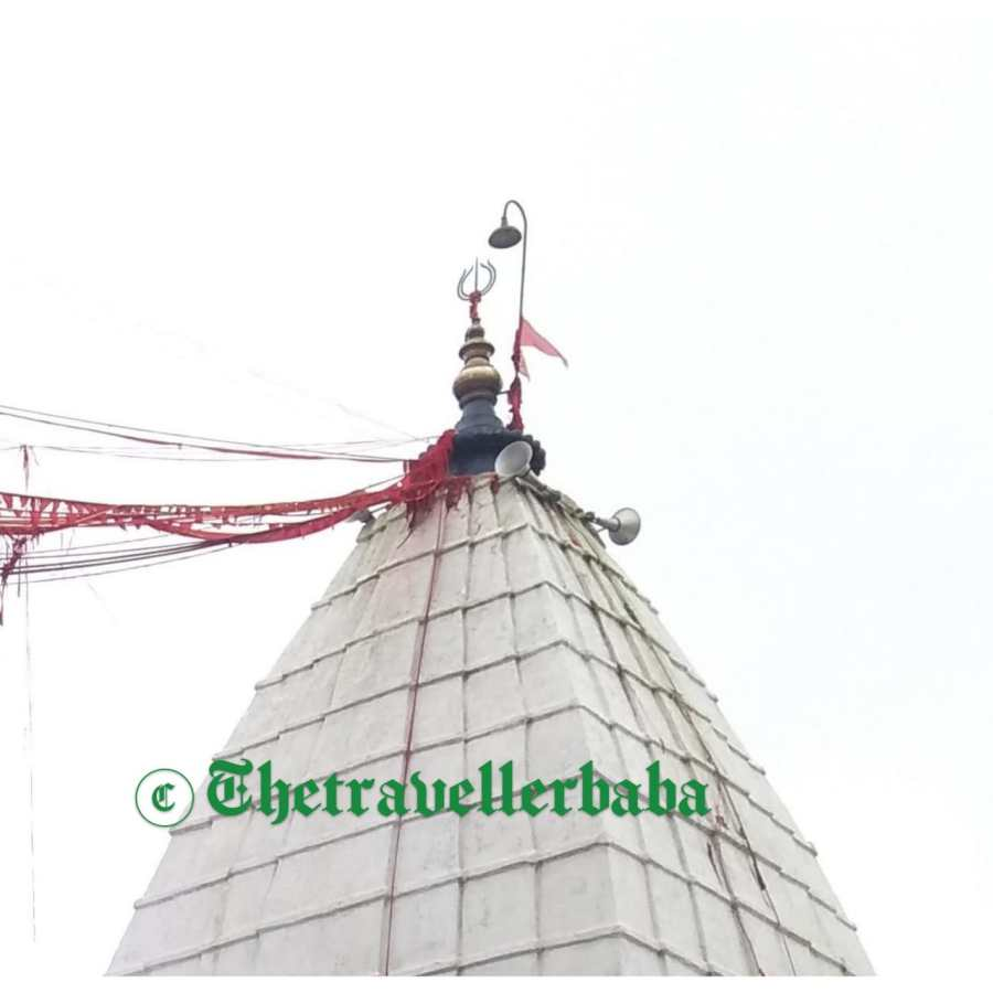 The main temple of Lord Shiva faces the east and is a plain stone structure with a pyramidal tower, 72 feet tall. The top contains three ascending-shaped gold vessels that are completely set and were donated by the Maharaja of Giddhaur. Besides three pitcher-shaped vessels, there is a Panchshula (five knives in a trident shape),