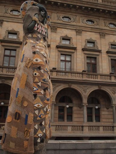 Klimt-inspired statue
