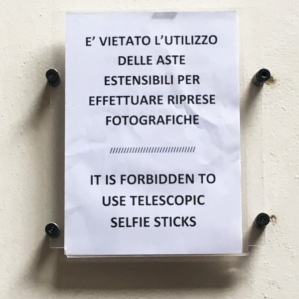 Selfie stick sign | Florence | The Travel Medley