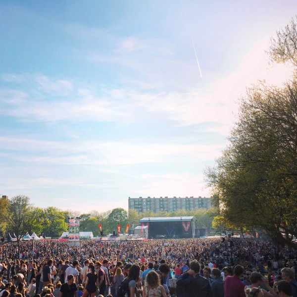 Sea of people in the park in front of the main stage | Bevrijdingsfestival | Utrecht | The Travel Medley