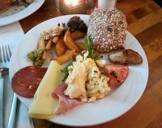Buffet Breakfast in Berlin - Berlin on a budget