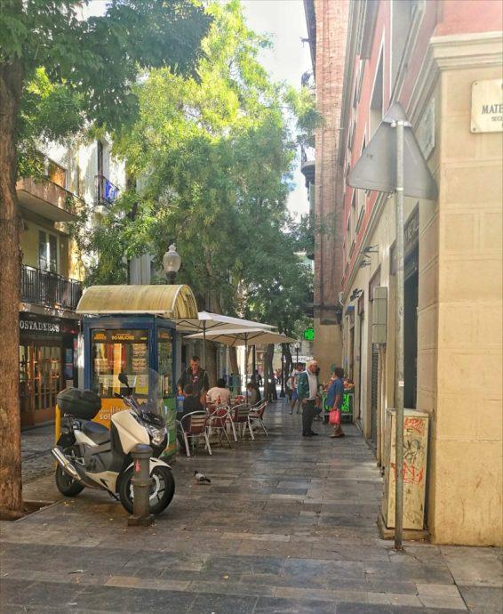 barcelona street photography - golden street - the traveloguer travel blog
