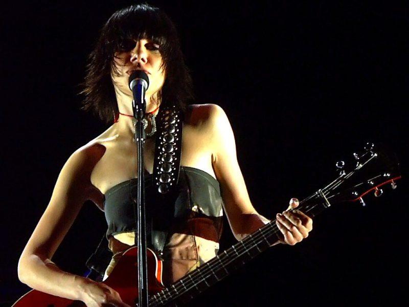 PJ Harvey singing with guitar