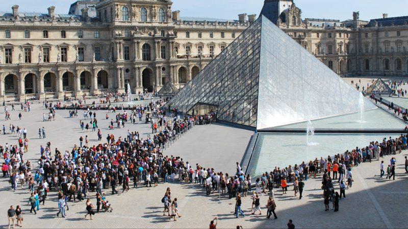 Louvre Queue France