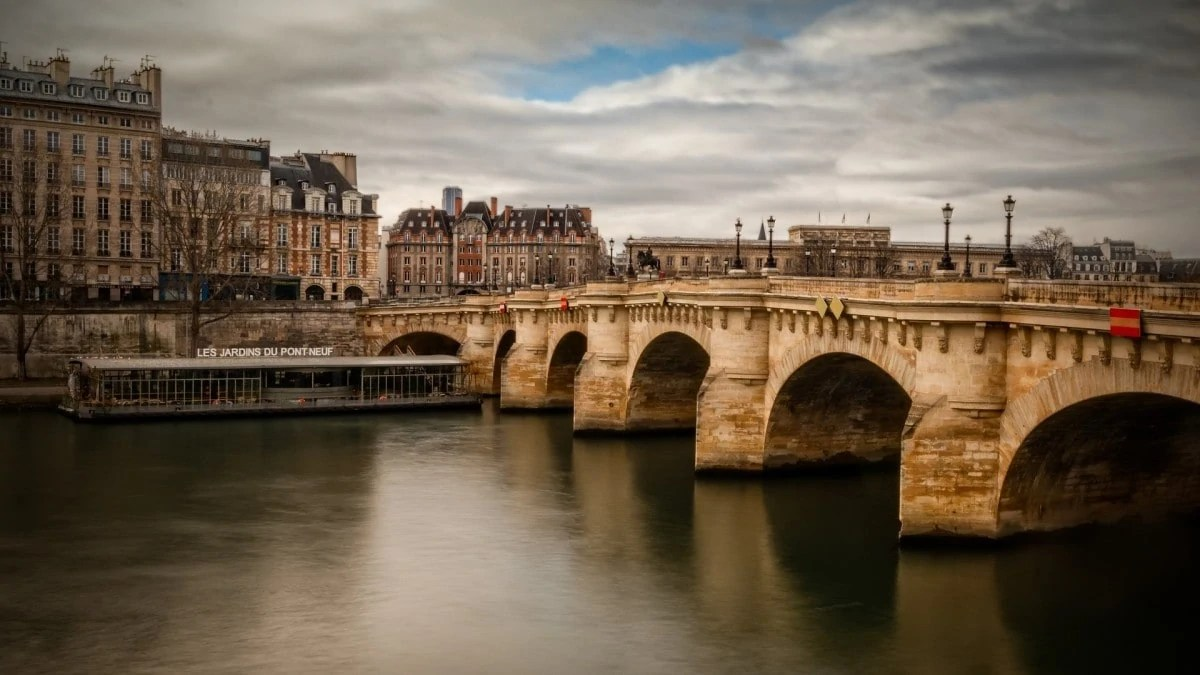Paris itinerary 2 days - Pont Neuf