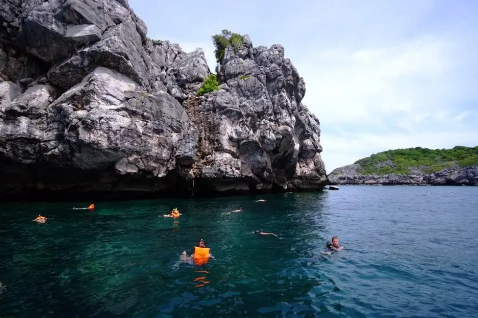 Picture of people snorkeling in Mu Ko Ang Thong National Park