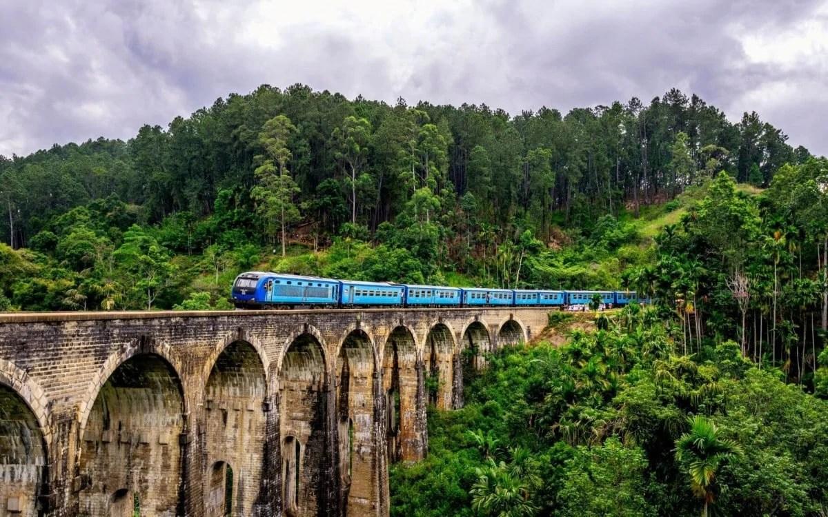 Ella Blue Train and Nine Arches Bridge