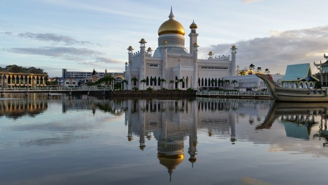 Sultan Omar Ali Saifuddin Mosque Bandar Seri Begawan is one of top things to do in brunei