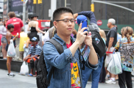 Chinese visitor in NYC (Pixabay)