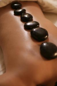 Beau_Rivage_The_Spa_Vertical_Hot_Stone_Massage_low