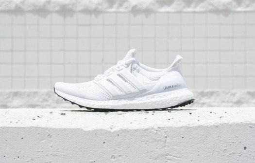 adiads-ultra-boost-white-black-soles