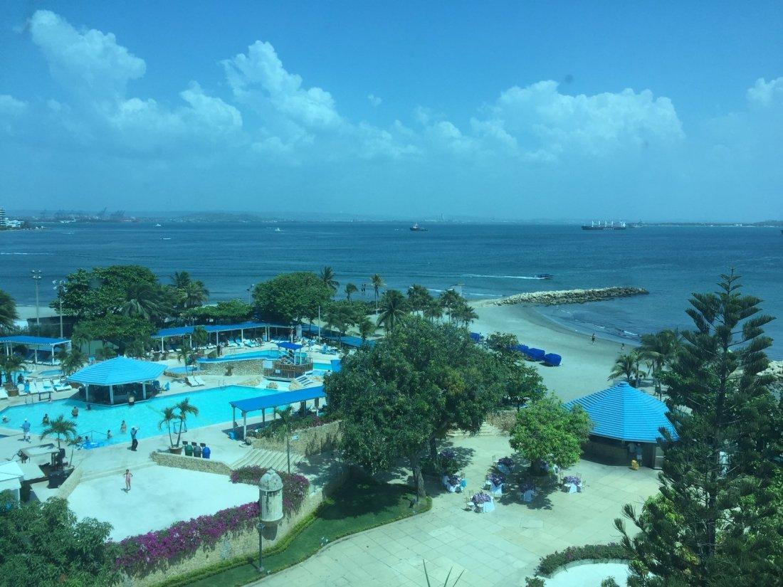 Hilton pool area r