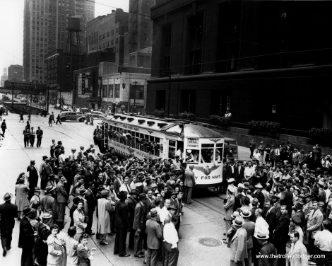 CSL 1775, recruiting for the Navy, is southbound at LaSalle and Randolph in October 1942.